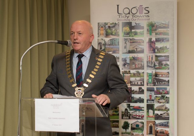 Cathaoirleach of LCC Tom Mulhall pressed not to shake US President's hand Picture: Alf Harvey/HRPhoto.ie