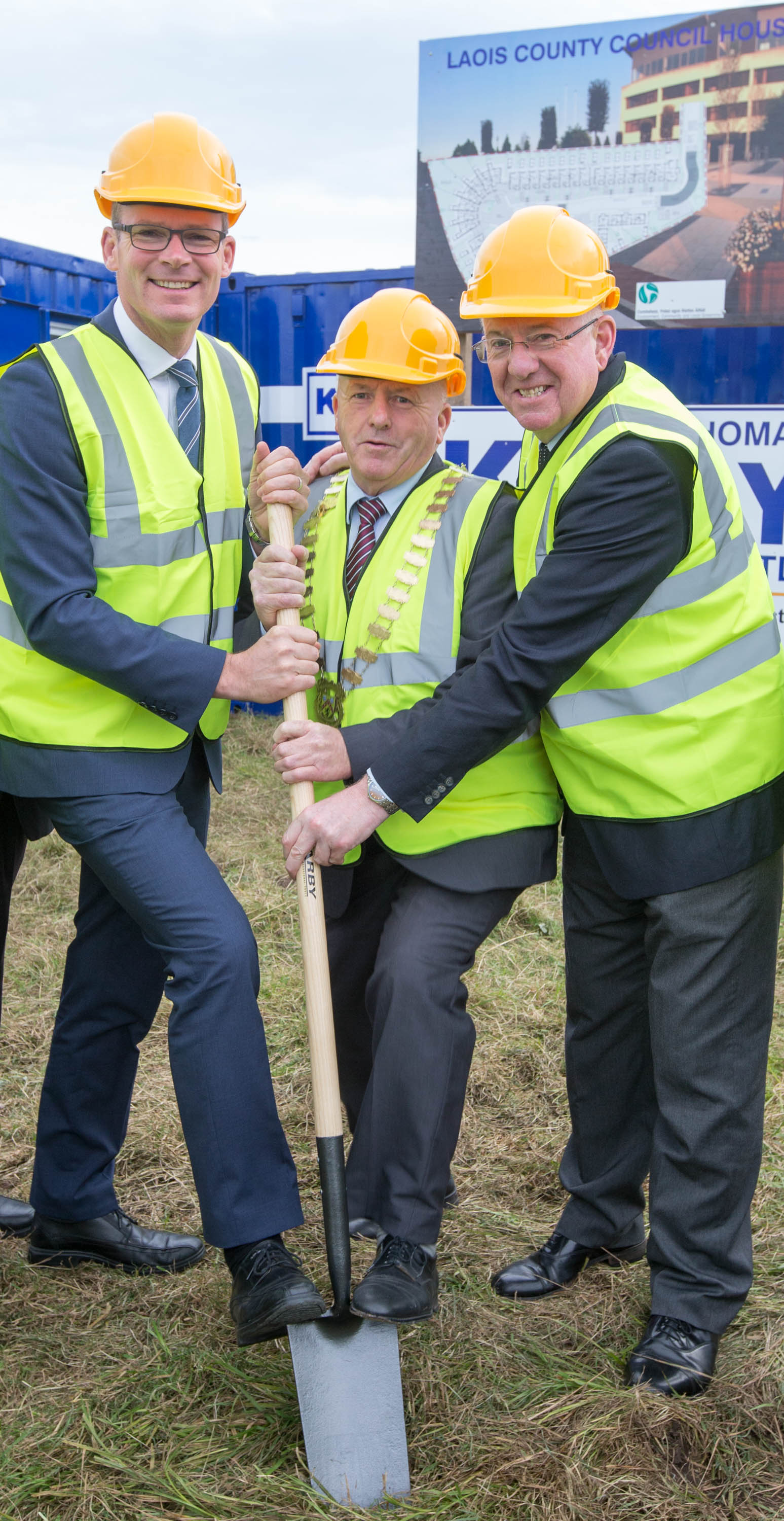 Minister for Housing, Planning, Community and Local Government Simon Coveney TD; Cathaoirleach of LCC Tom Mulhall and Minister for Foreign Affairs Charlie Flanagan TD at the sod turning for Conniberry Way, Old Knockmay Road, Portlaoise where Thomas Kelly & Sons Ltd. will construct 33 houses for the Laois County Council Housing Programme. Work begins at the end of October 2016 and will take 18 months to complete. Pictures: Alf Harvey/HRPhoto.ie