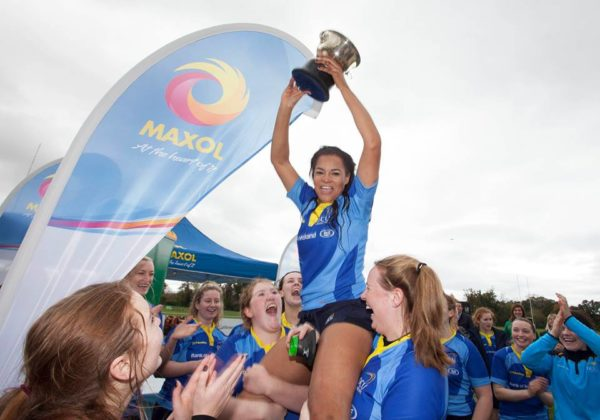 Eimear Corri lifts the Kay Bowen Trophy for DCU